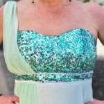 Paliette-besat overstykke giver kjolen et ekstra festlig pift.