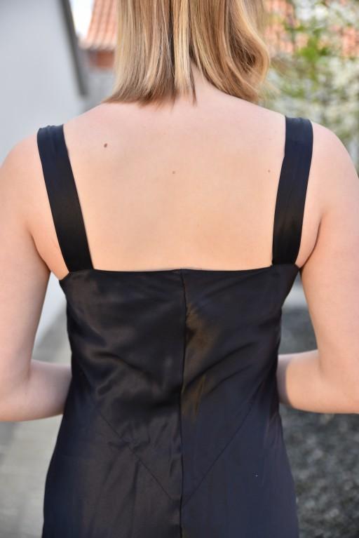 Åben på ryggen med brede stropper
