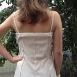 Åben på ryg, med regulerbare stropper