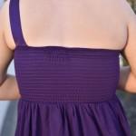 Elastikstykke tilpasser kjolen til din krop.